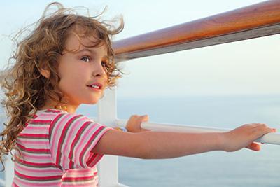 Enfant sur un bateau