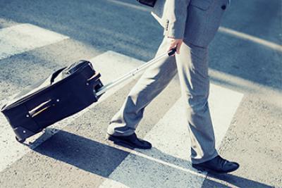 Visuel homme à pied pour embarquer