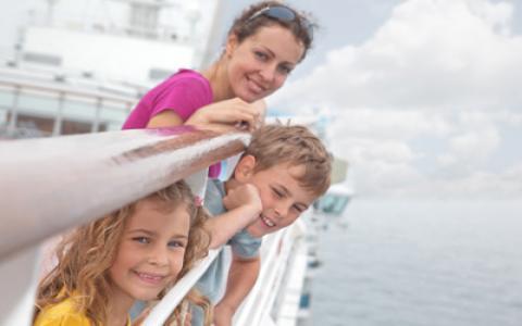 Visuel famille sur pont