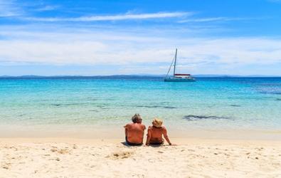 Couple sur une plage corse